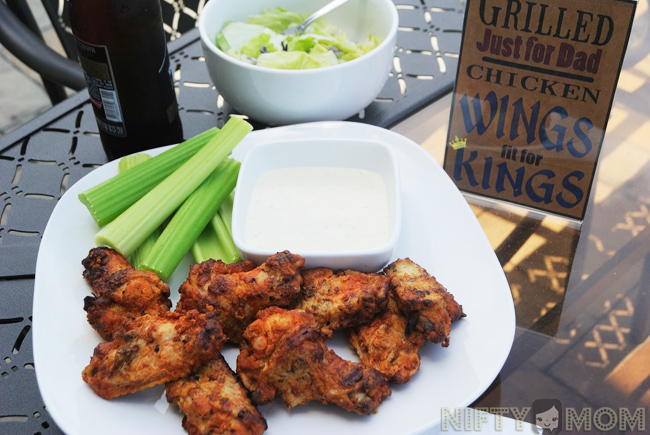 Serving Grilled Tyson Buffalo Wings for Father's Day Dinner #MealsTogether #cbias
