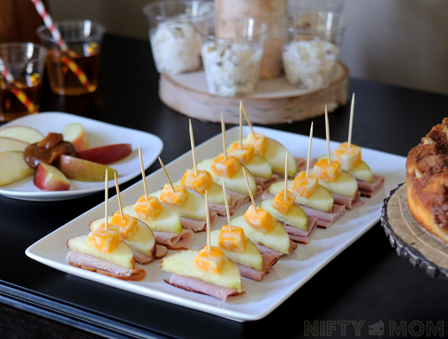 Apple Themed Lunch Party with Deli Meat, Apple Slices & Cheese Cubes on a Stick #TrySamsClub #shop