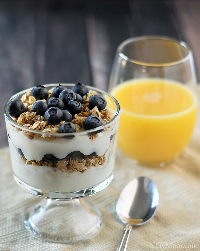 blueberry-yogurt-parfait-breakfast
