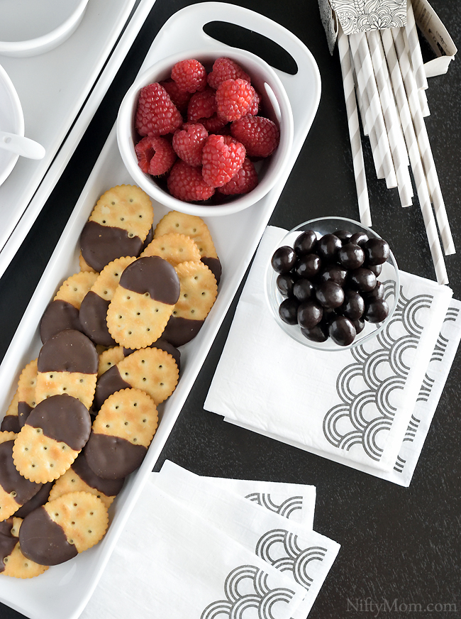 crackers-chocolate-brunch-inspiration