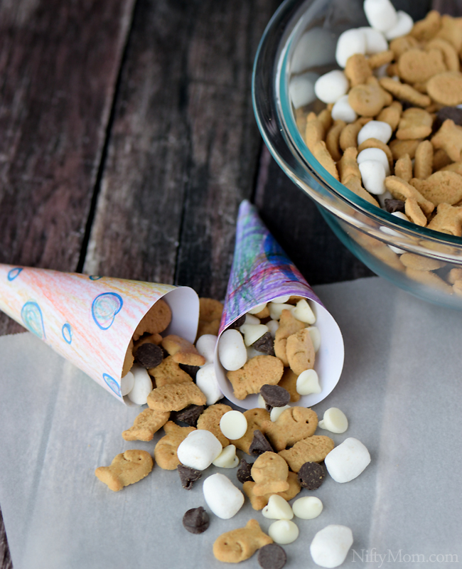 Easy S'mores Snack Mix & DIY Snack Cones (with printable template) #GoldfishTales