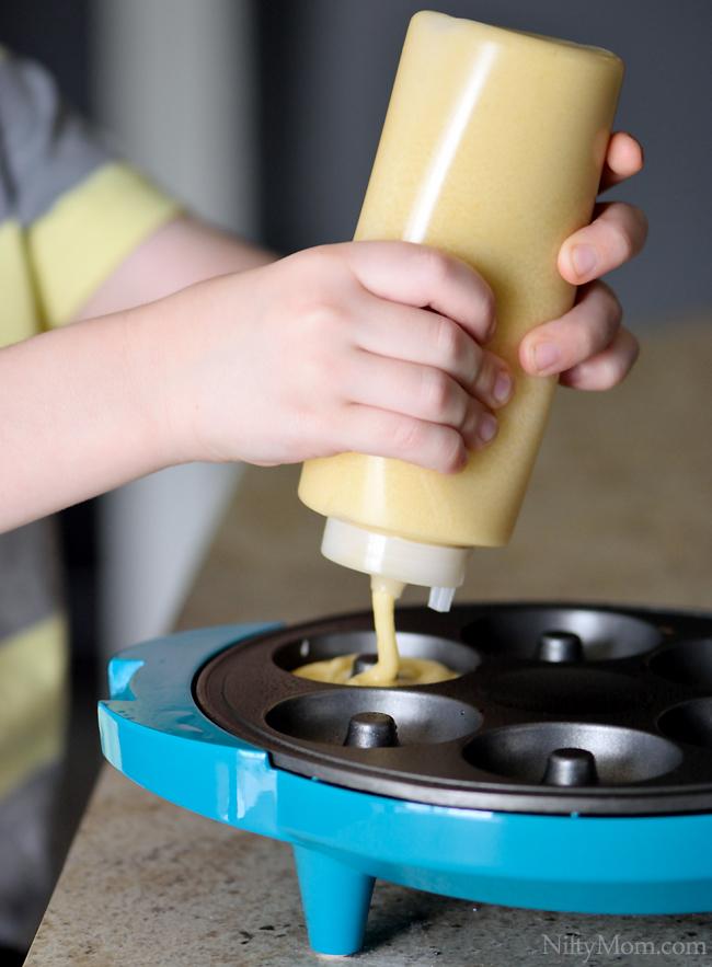 Filling Holstein Housewares Doughnut Maker