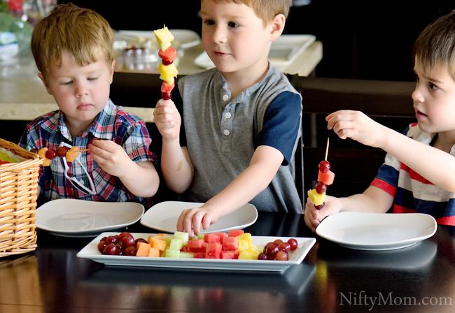 Kids Making Fruit Kabobs #BestSummerEver