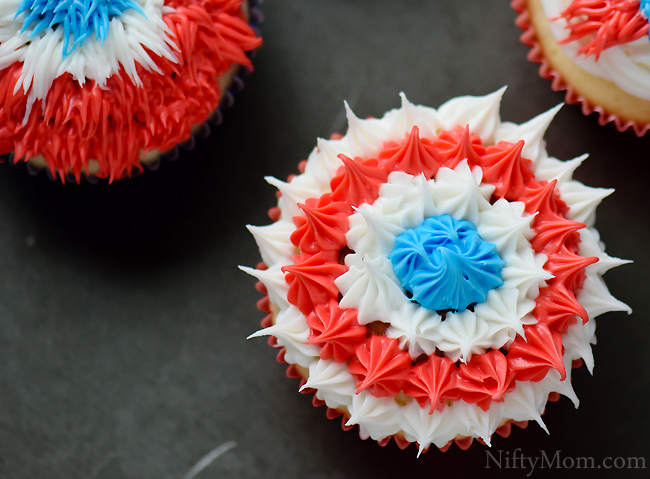 Fireworks Cupcakes & other Fourth of July Cupcake Ideas