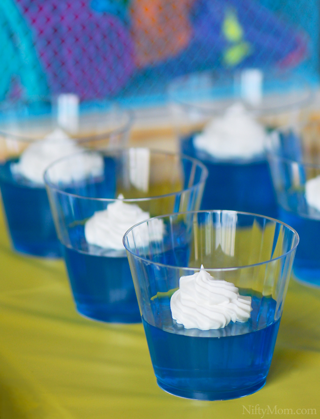 Summer Party with Blue JELL-O in Plastic Cups #DipYourWay