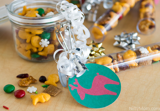 Holiday Mix with Goldfish Crackers + Free Printable Gift Tags