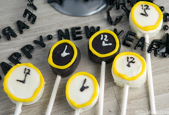 Last Minute New Year's Eve Kid's Dessert Idea - Clock Marshmallow Pops