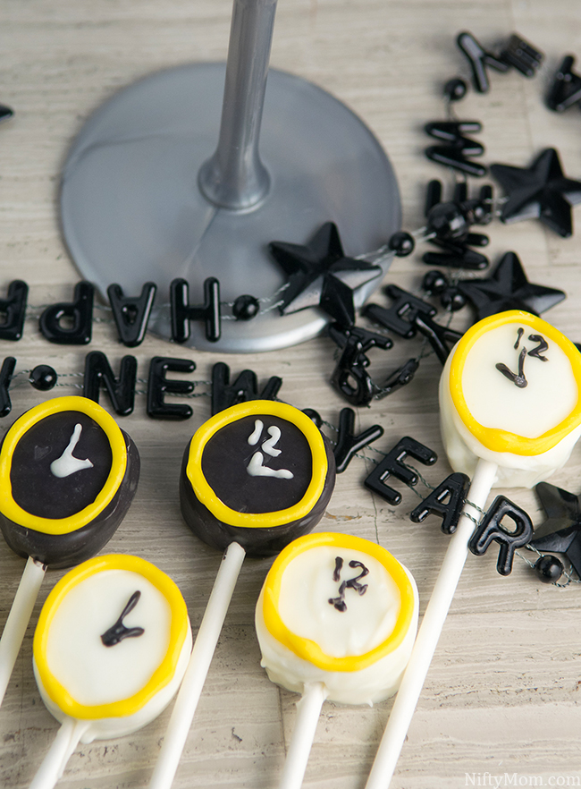 Kid Friendly New Year's Eve Idea - Clock Marshmallow Pops