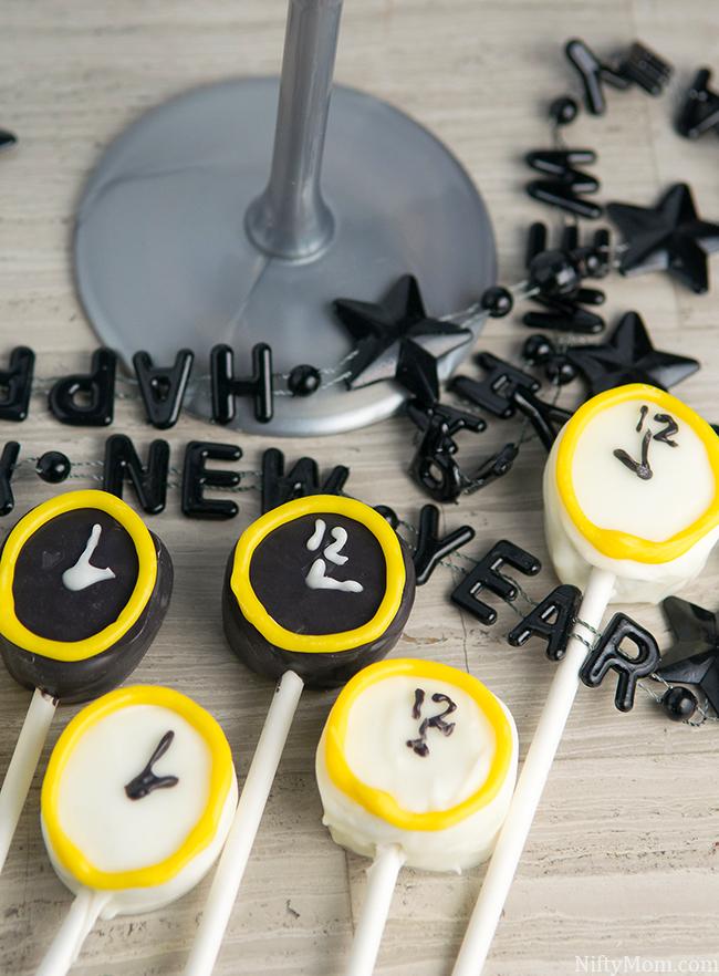 Kid Friendly New Year's Eve Idea - Clock Marshmallow Pops