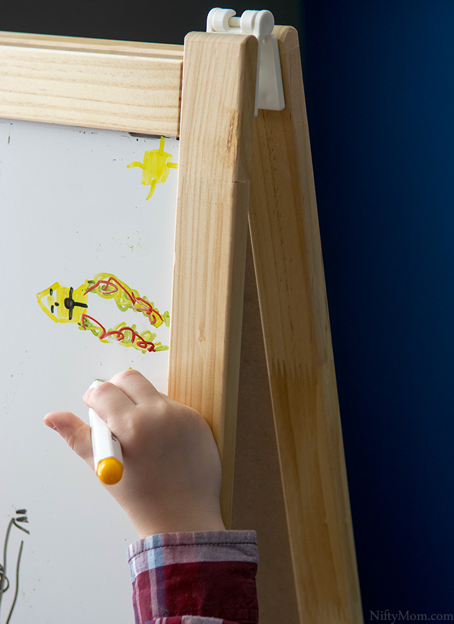 kids-art-easel-clean