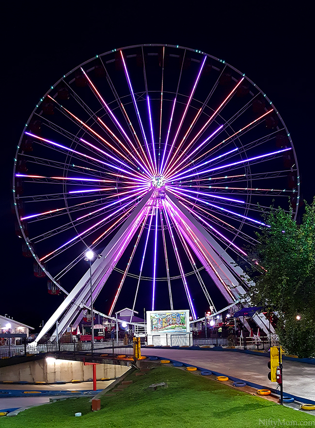 branson-ferris-wheel-lightshow