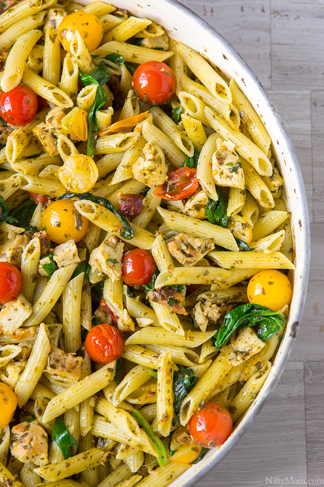 One-Pan Chicken & Bacon Pesto Pasta - Weeknight Dinner Idea