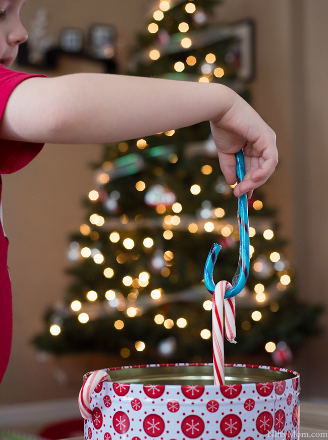 simple holiday kids games candy cane activity ideas - Christmas Candy Games
