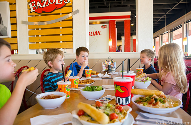 fazolis-restaurant-family-lunch