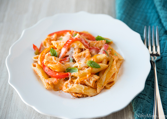 Chicken & Peppers Pasta {Quick & Easy Weeknight Dinner Idea}