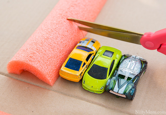 An Easy DIY Hot Wheels Monster Truck Arena Project - Great to do with the kids!